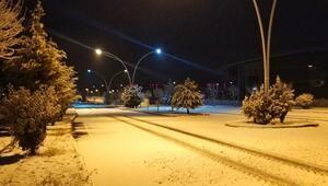 Burdur'da sağanak sonrası kar
