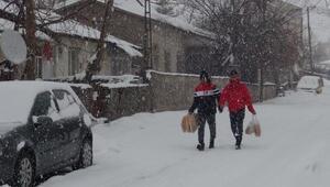 Bitlis'te 64 köy yolu kardan kapandı