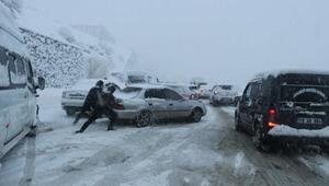 Bitliste 500 yerleşim yeri ulaşıma kapandı