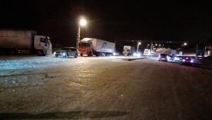 Sivasta kar ve tipi nedeniyle 70 araç yolda kaldı