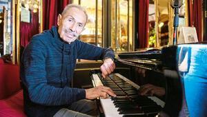 79 yıldır piyanoda