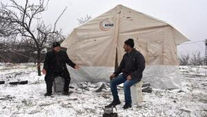 Malatyada kar yağışı, depremzedeleri olumsuz etkiledi