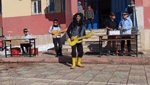 Öğrenciler, Barış Mançoyu doğum gününde şarkılarıyla andı