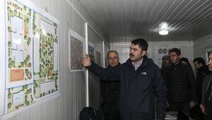 Bakan Kurum, depremde hasar gören evlerde inceleme yaptı