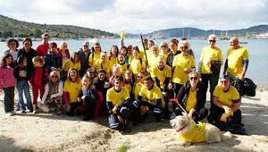Çevre gönüllüleri Gümbet Koyunu temizledi