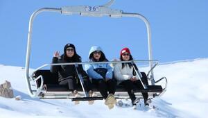 Hakkaride kayak merkezi hafta sonu doldu