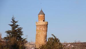 Pisa kulesinden daha fazla eğik olan minare, depremden etkilenmedi