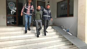 Foçada 16 kaçak göçmen ile 4 suriyeli organizatör yakalandı