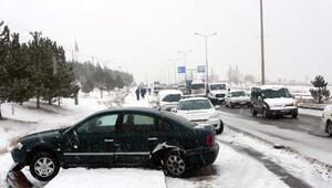 Vanda, buzlanan yolda zincirleme kaza: 4 yaralı