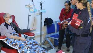 Jandarmadan kanser hastalarına ziyaret