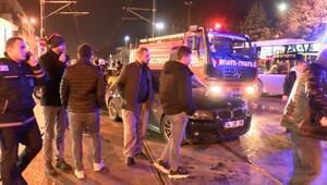 Beyazıtta tramvay yolunda itfaiye aracı otomobile çarptı; tramvay seferleri aksadı