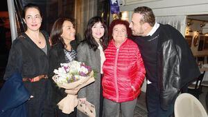 Cenk Eren yeni yaşını dostları ile kutladı