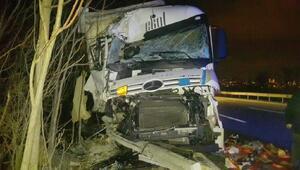 TIR şoförüne aracına yakıt koyarken TIR çarptı