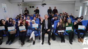 Yabancı dil eğitimini tamamlayan 40 kursiyer, sertifika sevinci yaşadı