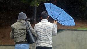 Antalyada şiddetli rüzgar ve sağanak etkili oluyor