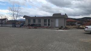 Kuvvetli rüzgar okul kantininin çatısı uçurdu: 1 öğrenci yaralı