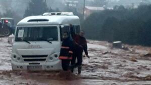 Mersinde selde mahsur kalan öğrenciler kurtarıldı