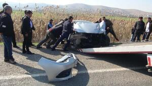 Şanlıurfada minibüs ile otomobil çarpıştı: 5 yaralı