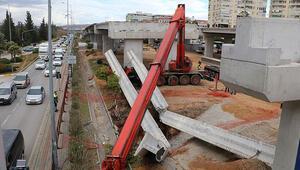 Antalyadaki tramvay inşaatında 40 tonluk beton blok, vincin üzerine düştü