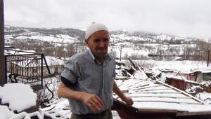 Simavda fırtına çatı uçurdu, bacaları yıktı