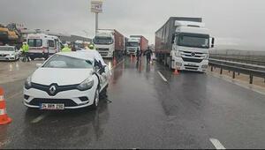 Otomobil çekiciye çarptı; 1 ölü, 2 yaralı