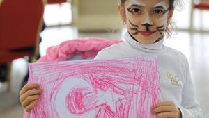Akhisarlı çocuklar deprem sonrası boyama etkinliği ile moral buldu