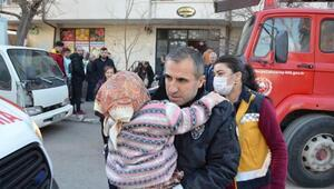 Polis, yangında mahsur kalan bedensel engelli kadını kucağında taşıdı