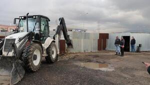 Toprağa gömülü 3 bin litre kaçak akaryakıt ele geçirildi