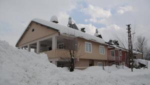 Ovacıklılar, yağan 1,5 metre karı az buldu