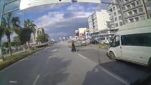 Yolun karşısına geçmek isteyen kadının öldüğü kaza,minibüs kamerasında