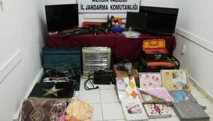 Erdemlide 17 hırsızlık olayına karışan 4 şüpheli yakalandı