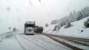Sürücüler dikkat Antalya- Konya yolunda kar yağışı