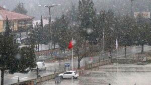 Burdura mevsimin ilk karı yağdı