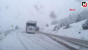 Antalya - Konya yolunda kar yağışı