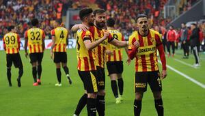 Göztepe yerli futbolcularıyla ayakta kaldı