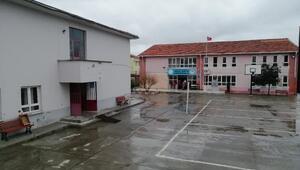 Manyasta iki eğitim kurumu, depremde risk oluşturduğundan yıkılıyor