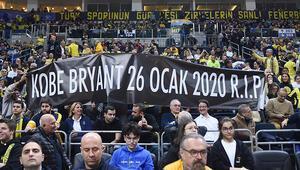 Fenerbahçe taraftarından Kobe Bryant için özel pankart
