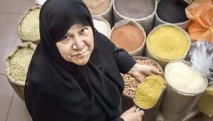 Kadınların ticaret  yapmasına karşı çıkılıyordu...Emir'in eşi dükkânına geldi ve hayatı değişti