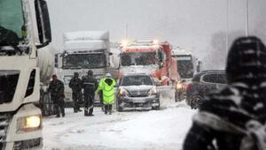 Son dakika haberi: TEM yolunun İstanbul yönü ulaşıma kapandı