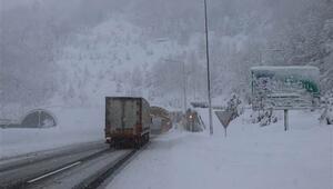 Bolu Dağında yoğun kar yağışı devam ediyor