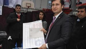Deniz Yücel, CHP İzmir İl Başkanlığına yeniden seçildi