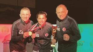 Milli boksörlerden Macaristanda bir altın, 2 bronz madalya