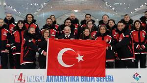 Antarktikaya giden Türk Bilim Ekibini Bakan Varank uğurladı