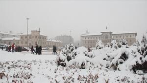 Sivasta yarın okullar tatil olacak mı 10 Şubat Pazartesi Sivasta okullar tatil mi