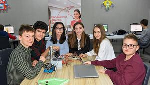 """Yarını kodlayan"""" Denizlili öğrenciler, Alzheimer hastaları için akıllı kapı tasarladı"""
