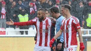 Sivasspor - Başakşehir maçının hakemlerine suç duyurusu