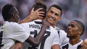 Juventuslu Douglas Costa sahalardan en az 15 gün uzak kalacak