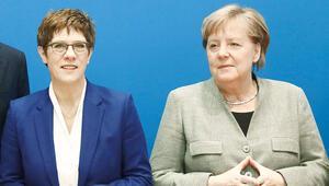 Merkel'in halefini gafları bitirdi