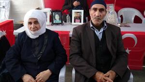 HDP önündeki ailelerinden biri daha evladına kavuştu