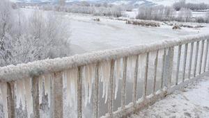Sivas eksi 23 derece ile buz tuttu